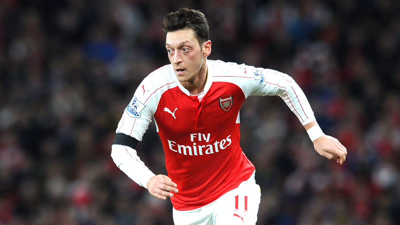 Arsenal chief Arsene Wenger hails 'complete athlete' Mesut Ozil