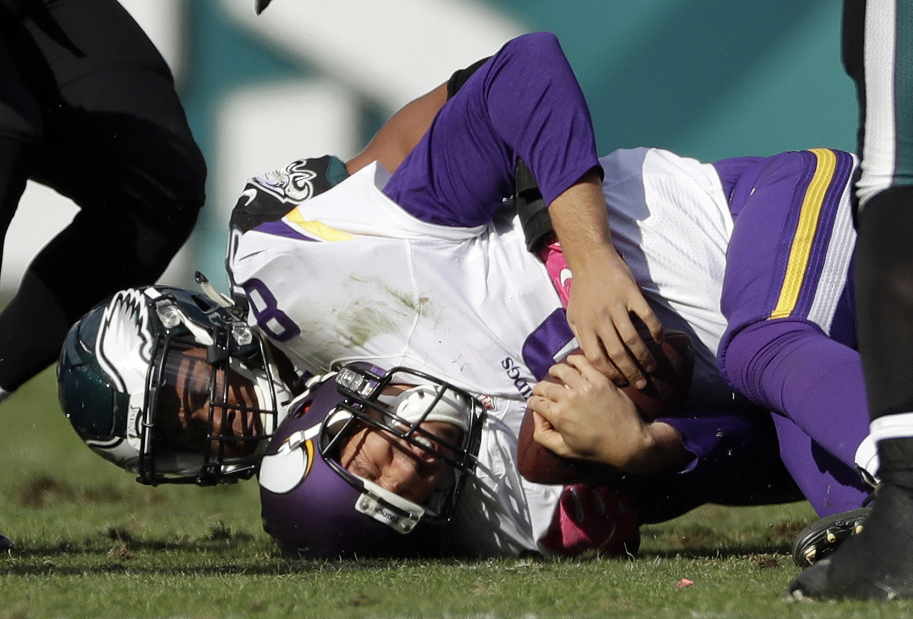 Vikings struggle with cap space, offensive line