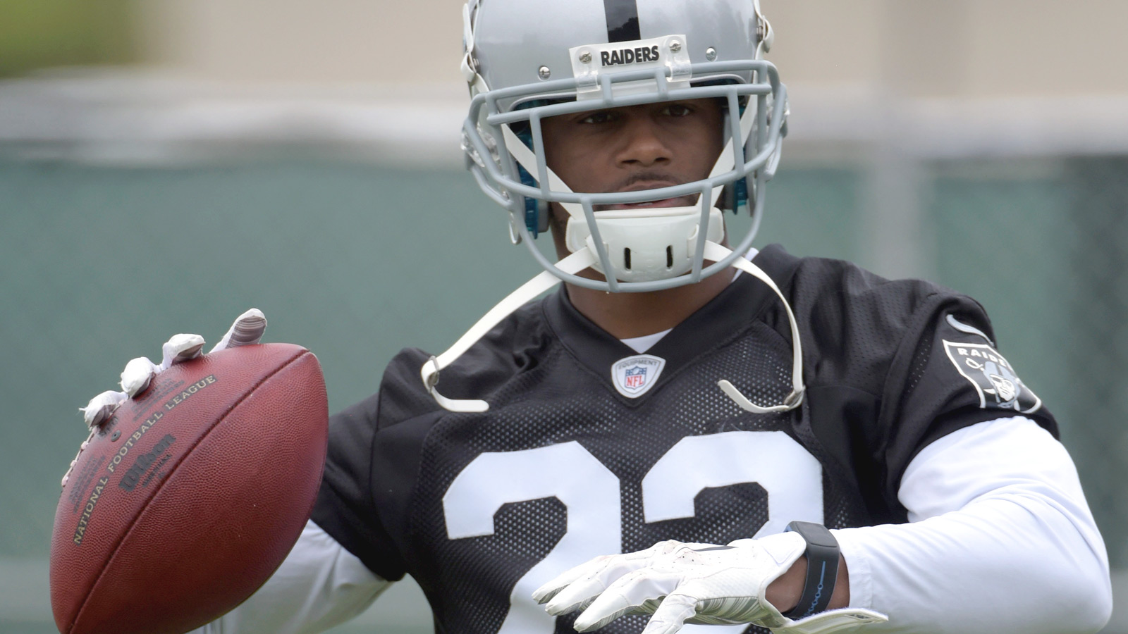 Taiwan Jones making another position switch for Raiders
