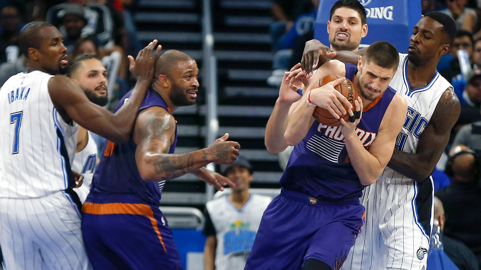 Suns beat Magic behind Len, Bledsoe