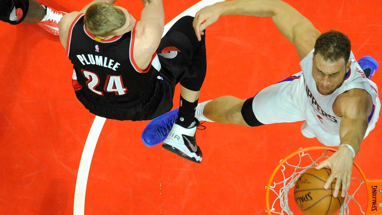 Clippers rout Blazers in Game 1 at Staples Center