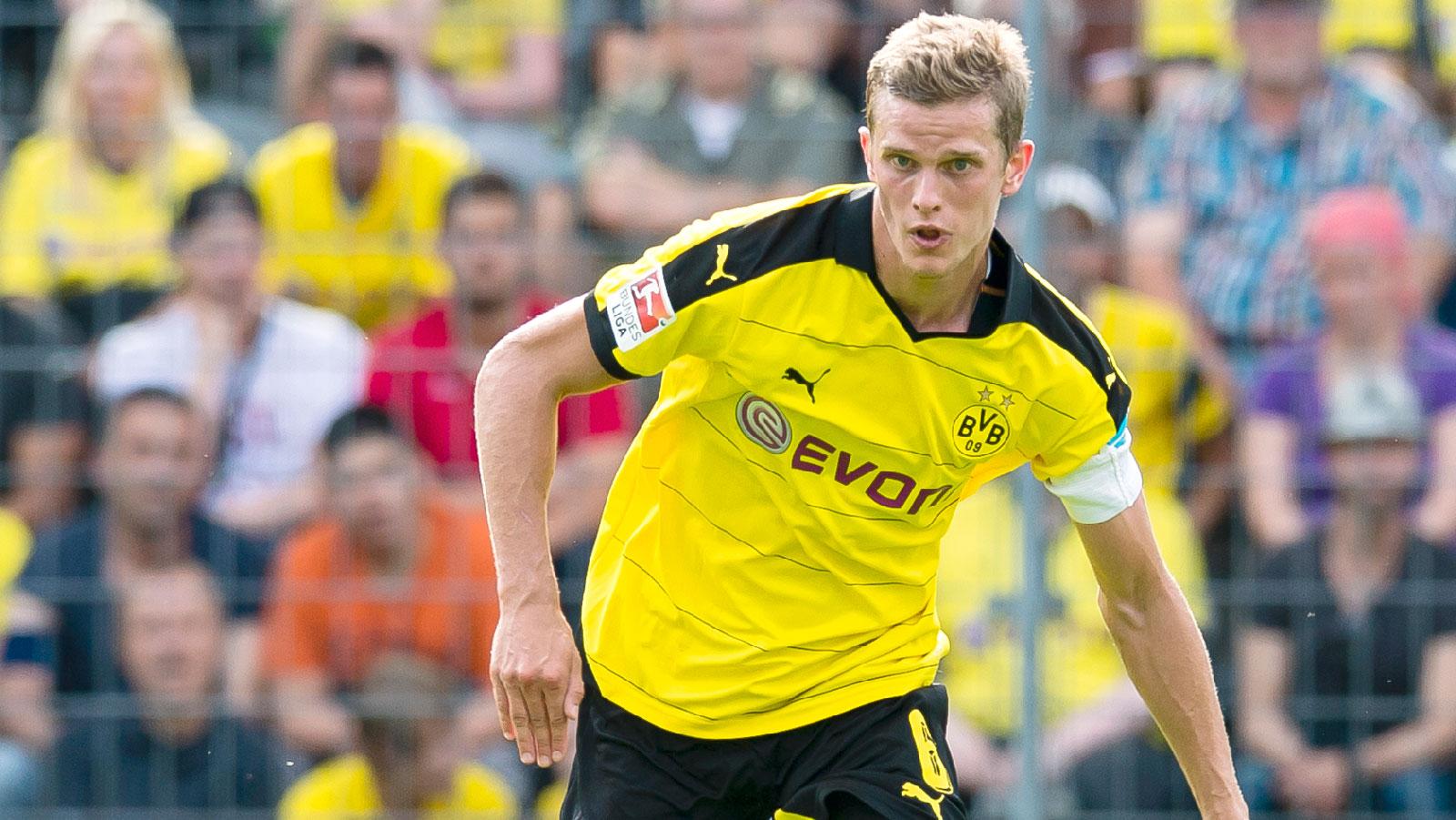 Dortmund midfielder Bender extends his contract until 2021