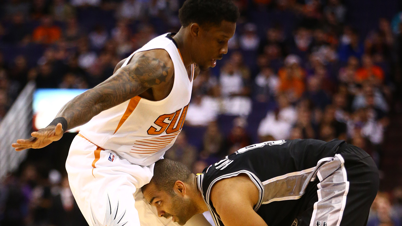 Suns fade late, fall to road-savvy Spurs