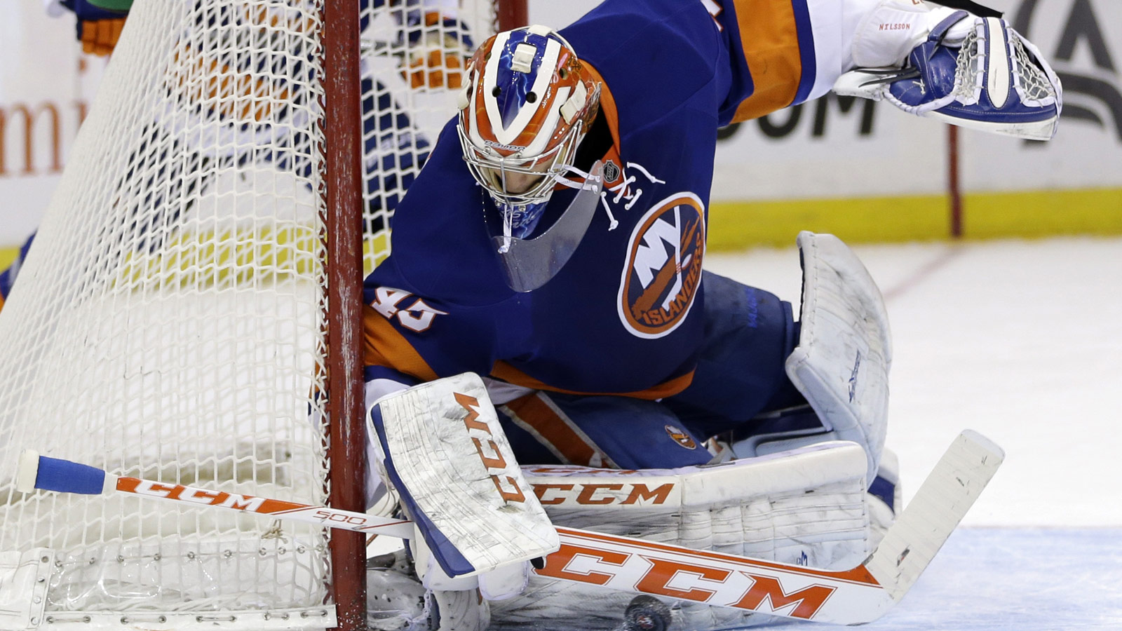 Oilers get G Anders Nilsson in trade with Blackhawks