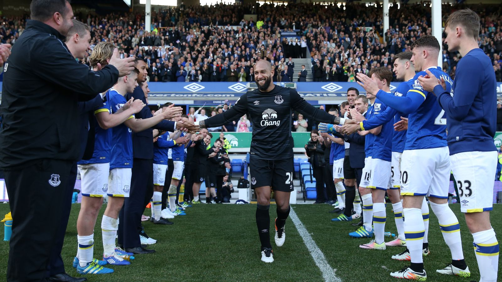 Howard says 'the sky's the limit' for Everton as he waves goodbye