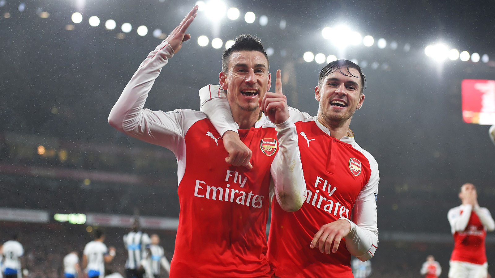 Koscielny seals win for Arsenal to keep Gunners top of EPL