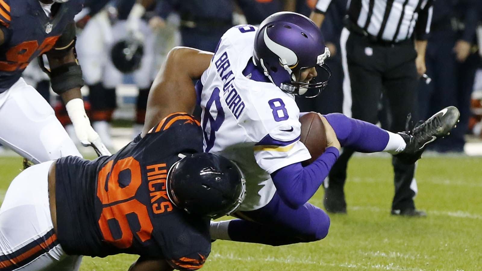 Vikings' Bradford sacked 5 times in loss to Bears