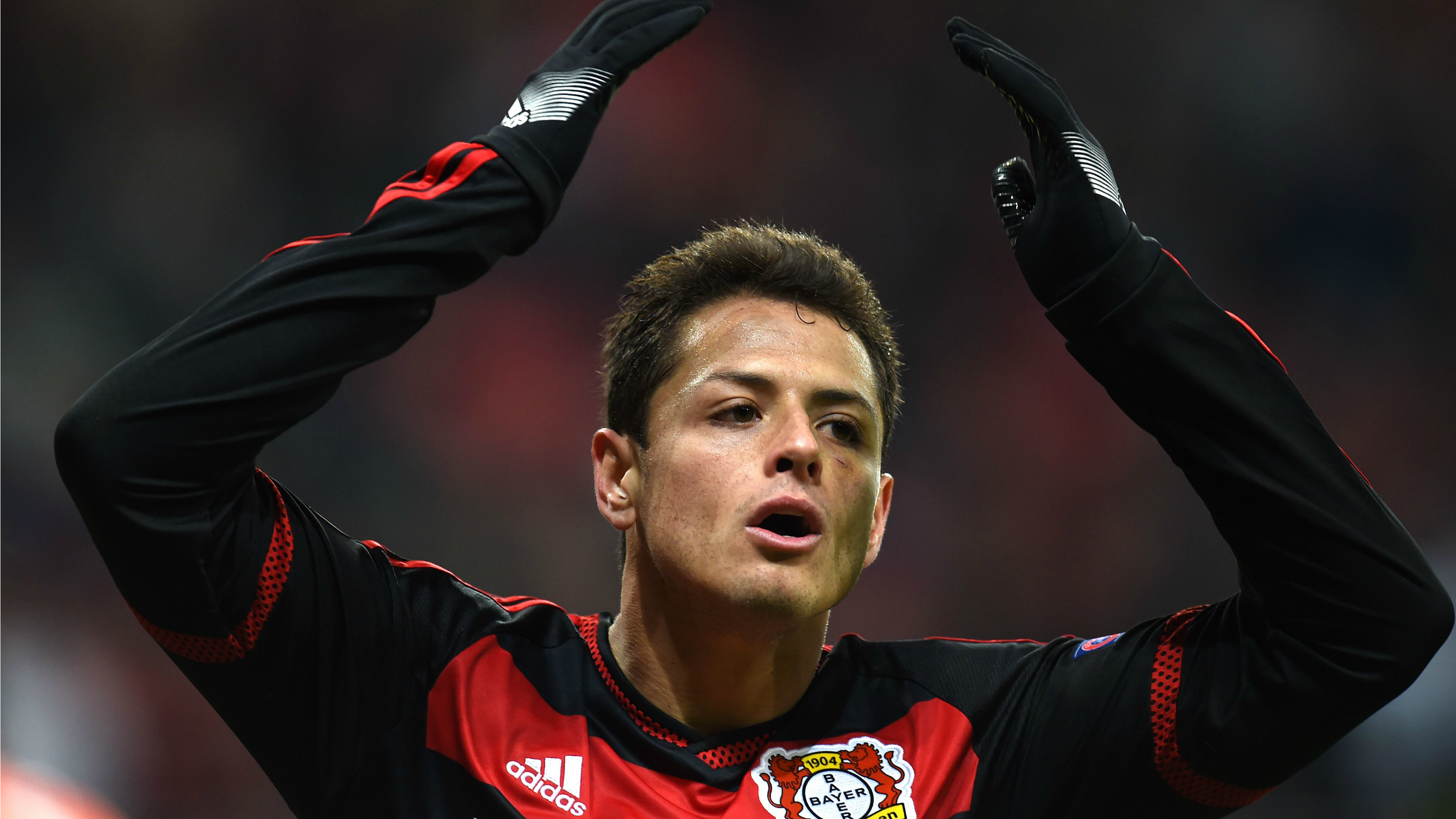 Chicharito Hernandez to miss two weeks after breaking hand falling down stairs