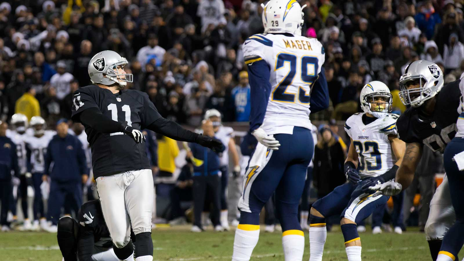 Raiders beat Chargers 23-20 in OT in possible Oakland finale