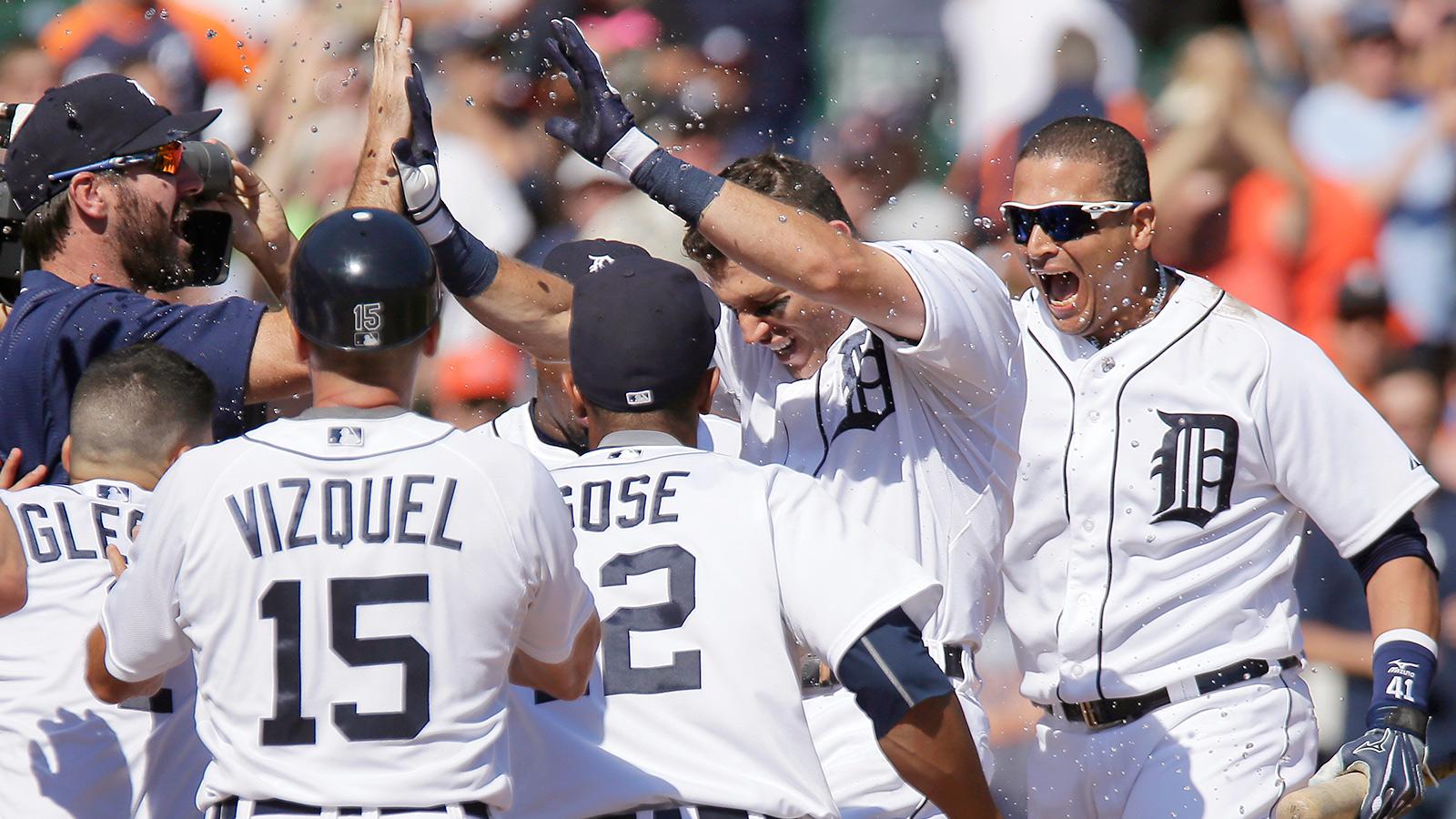 Tigers top Royals on Kinsler's walk-off homer in ninth