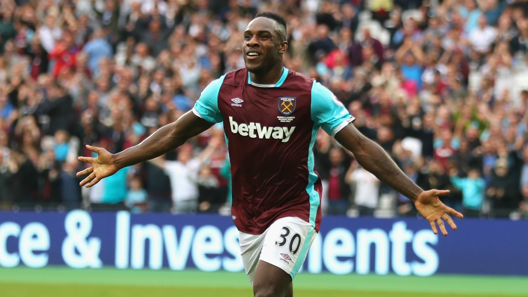 West Ham's Michail Antonio drove 2 hours to hand-deliver a signed shirt for charity