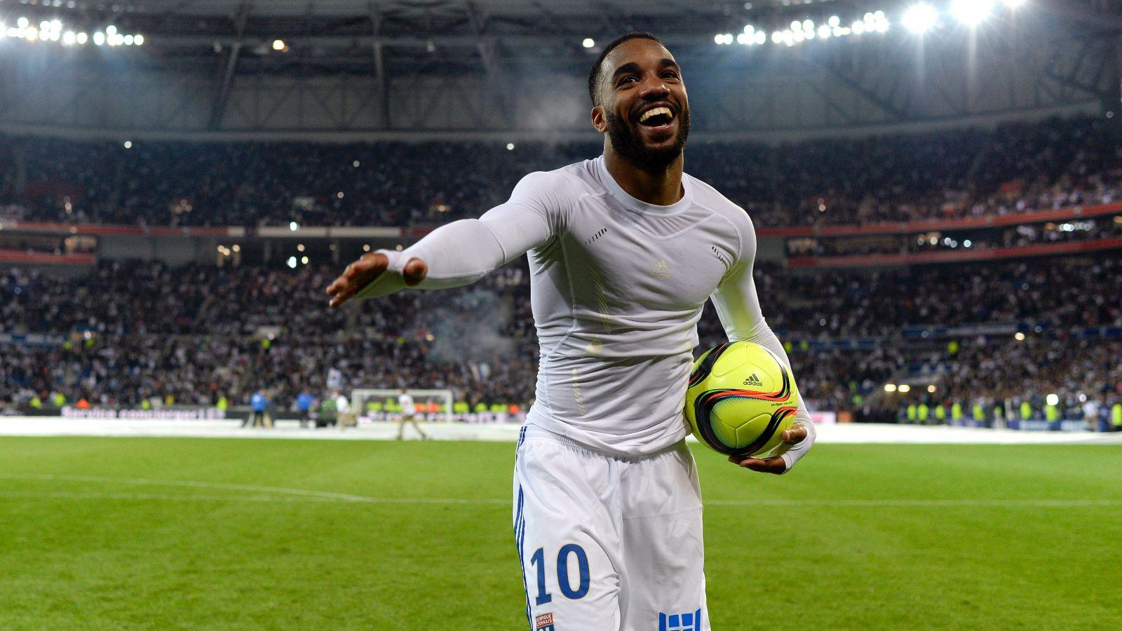 Arsenal ready to join race for Lyon striker Lacazette