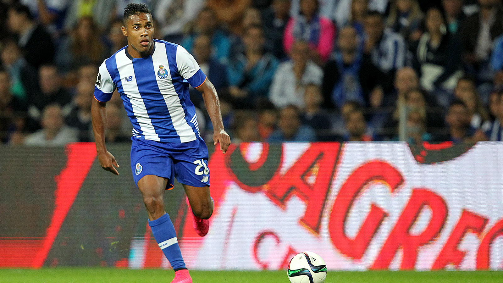 Juventus sign Brazil defender Alex Sandro from Porto