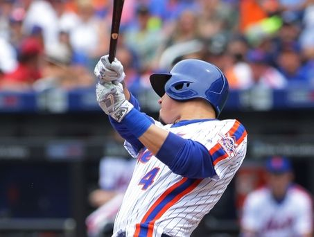 Mets infielder Wilmer Flores dealing with wrist injury