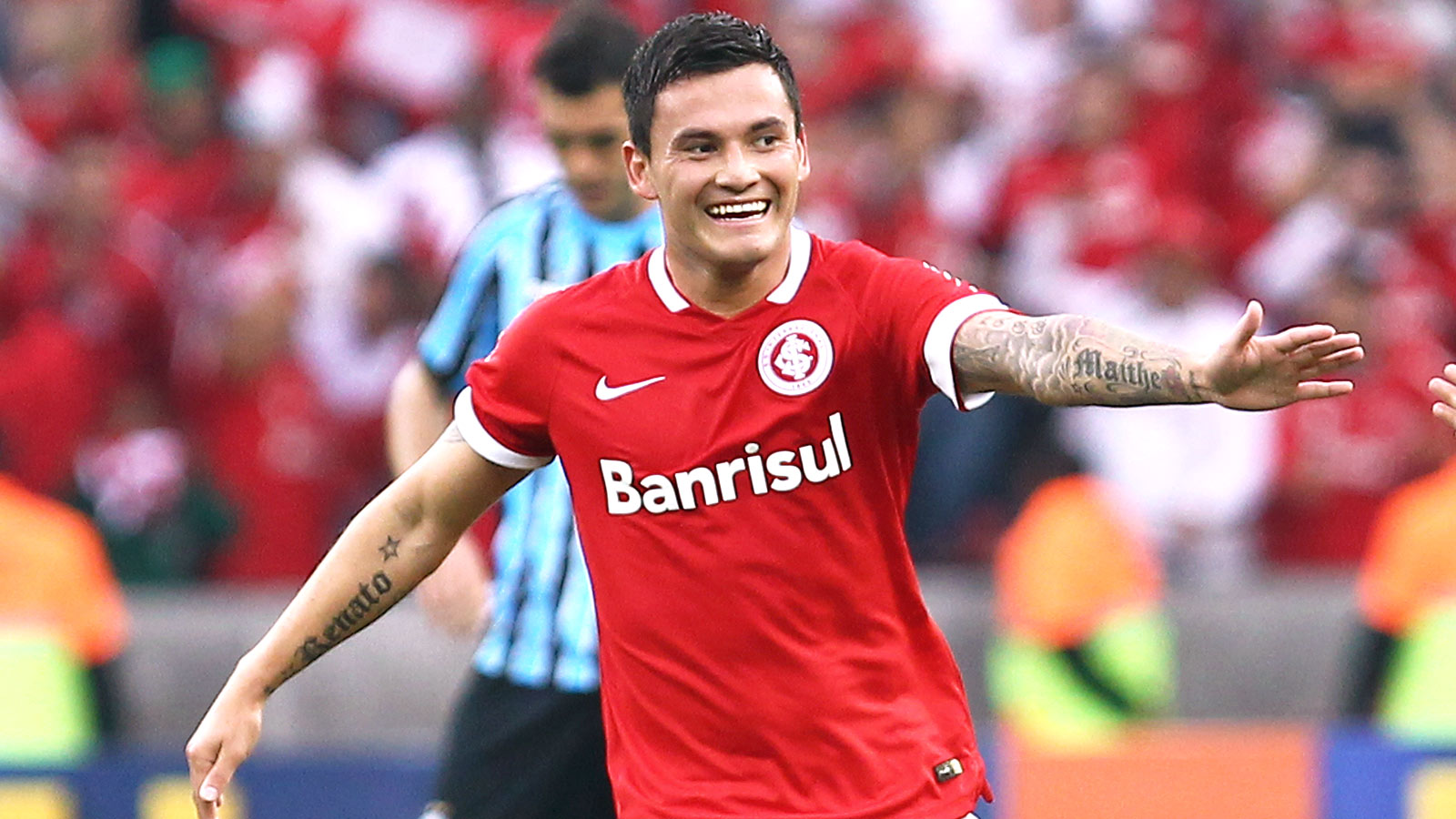 Leicester agree club record fee for Internacional midfielder Aranguiz