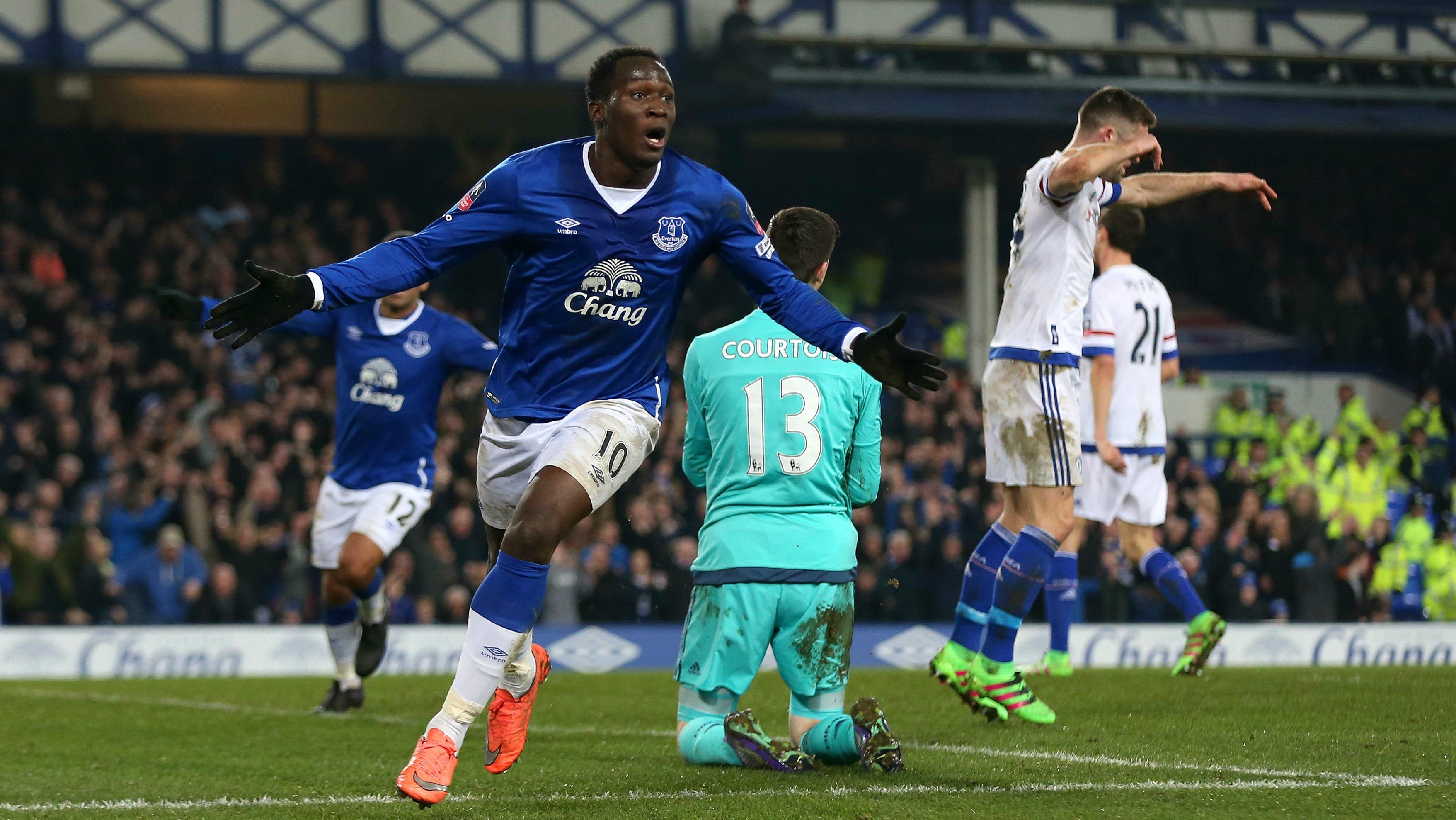 Romelu Lukaku scores world class goal to sink Chelsea