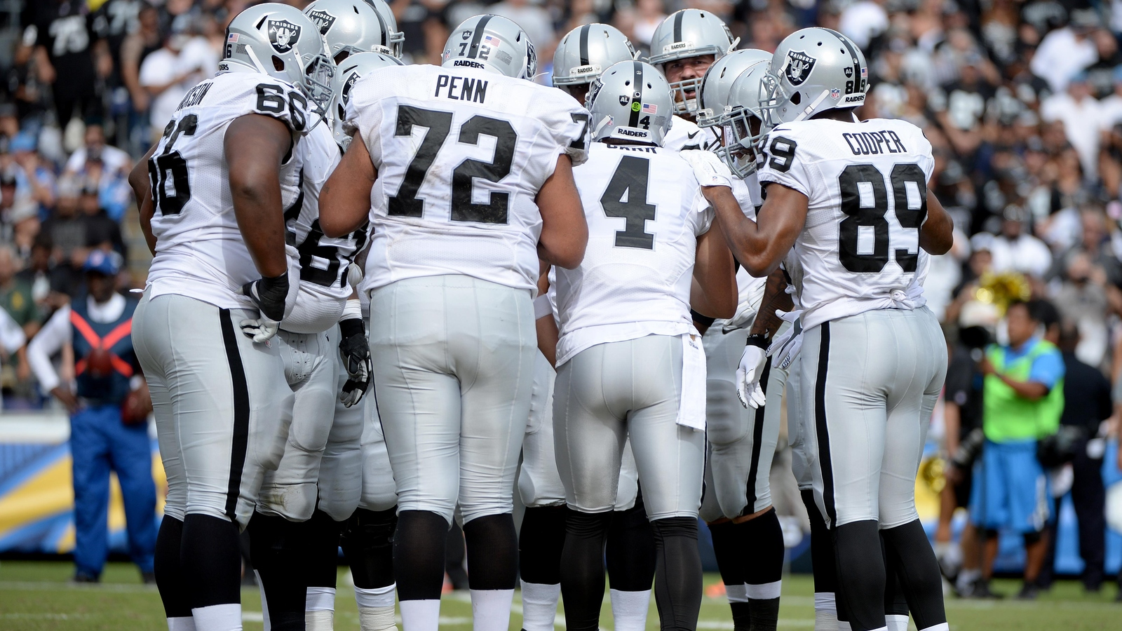 Derek Carr gives each Raiders offensive lineman 55-inch television