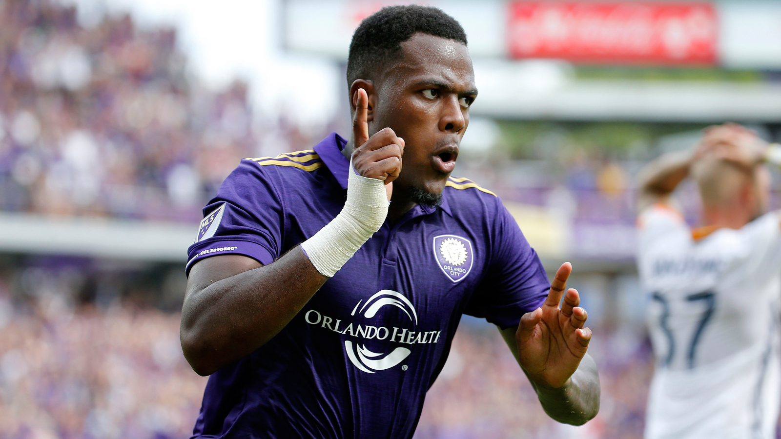 Cyle Larin scores in stoppage time, lifts Orlando City past LA Galaxy