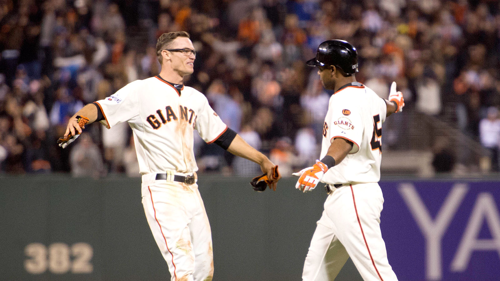 Hold the champagne: Giants beat Dodgers in 12, avoid elimination