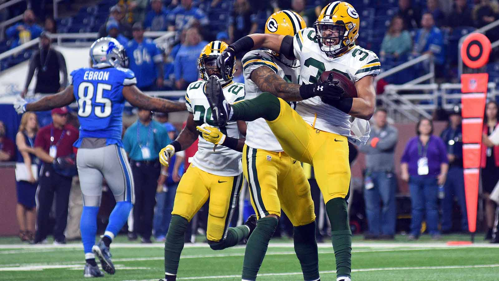 Green Bay's defense withstands more injuries as playoffs await