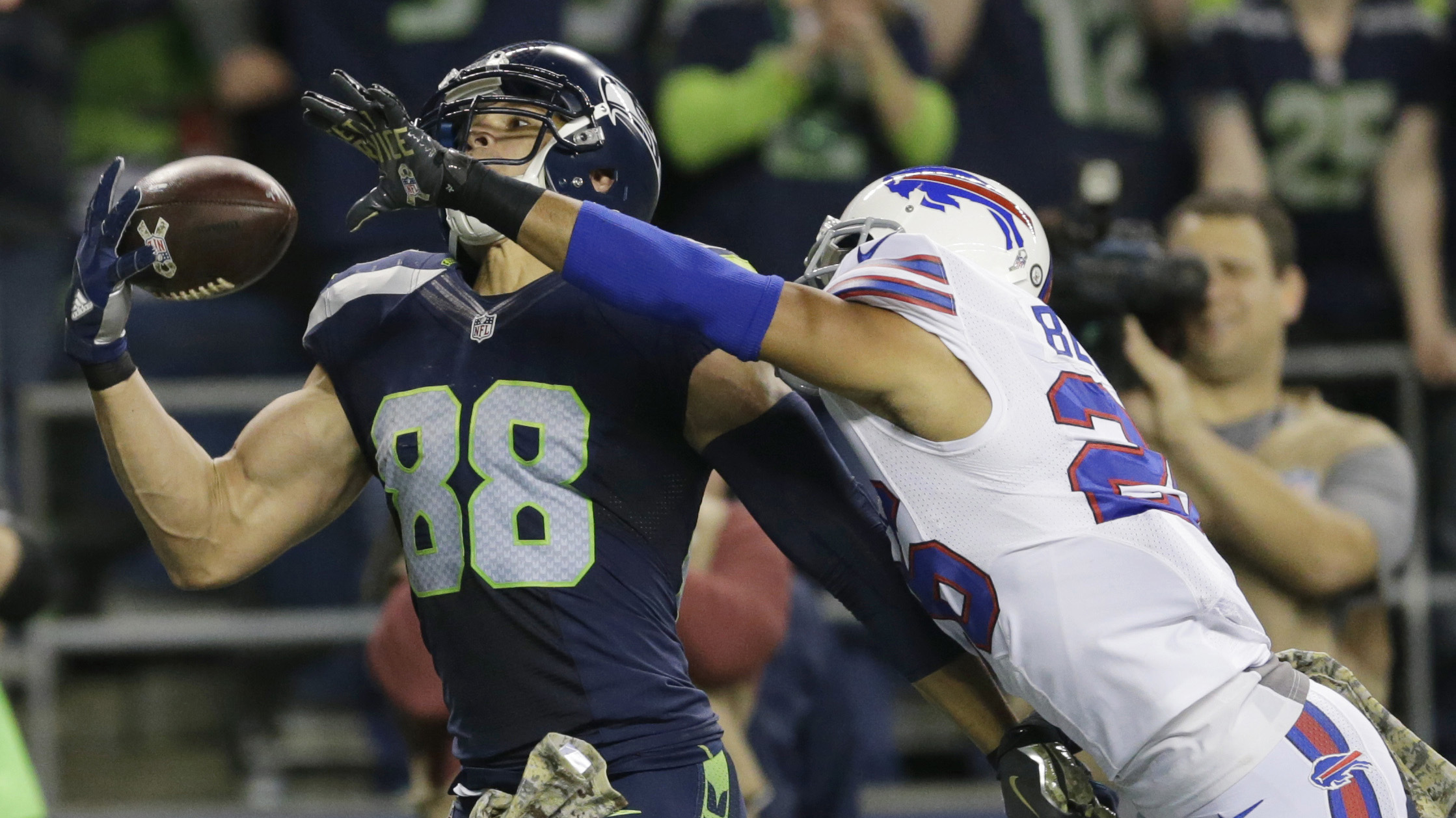 Watch: Seahawks TE Jimmy Graham hauls in two one-handed touchdown catches