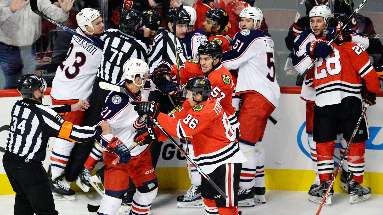 Blackhawks extend winless Blue Jackets' franchise-worst start