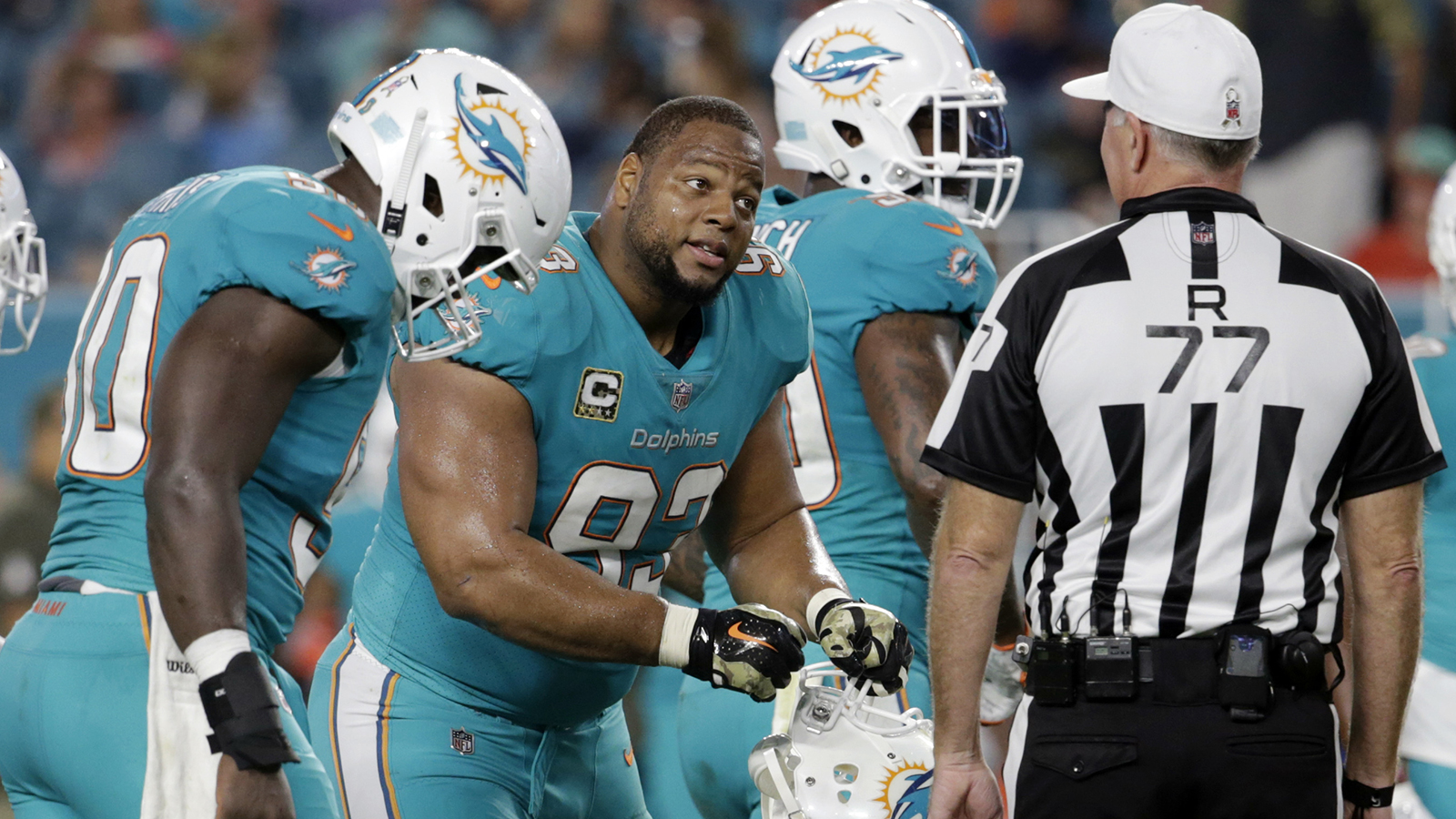 Rams sign defensive tackle Ndamukong Suh to one-year deal