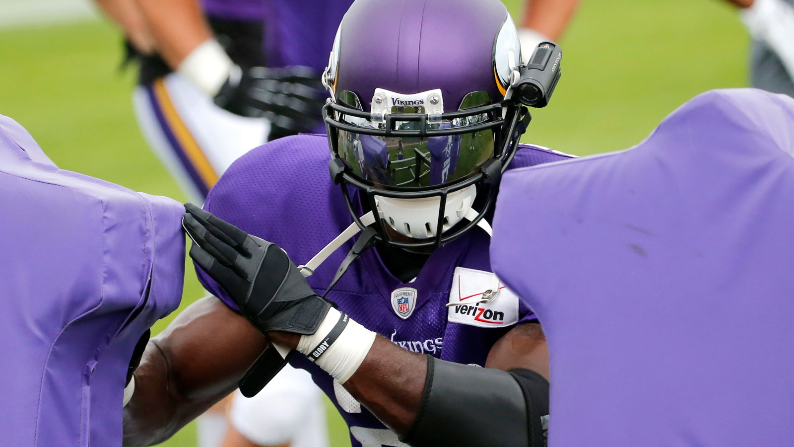 Peterson, Vikings running backs must work on pass blocking