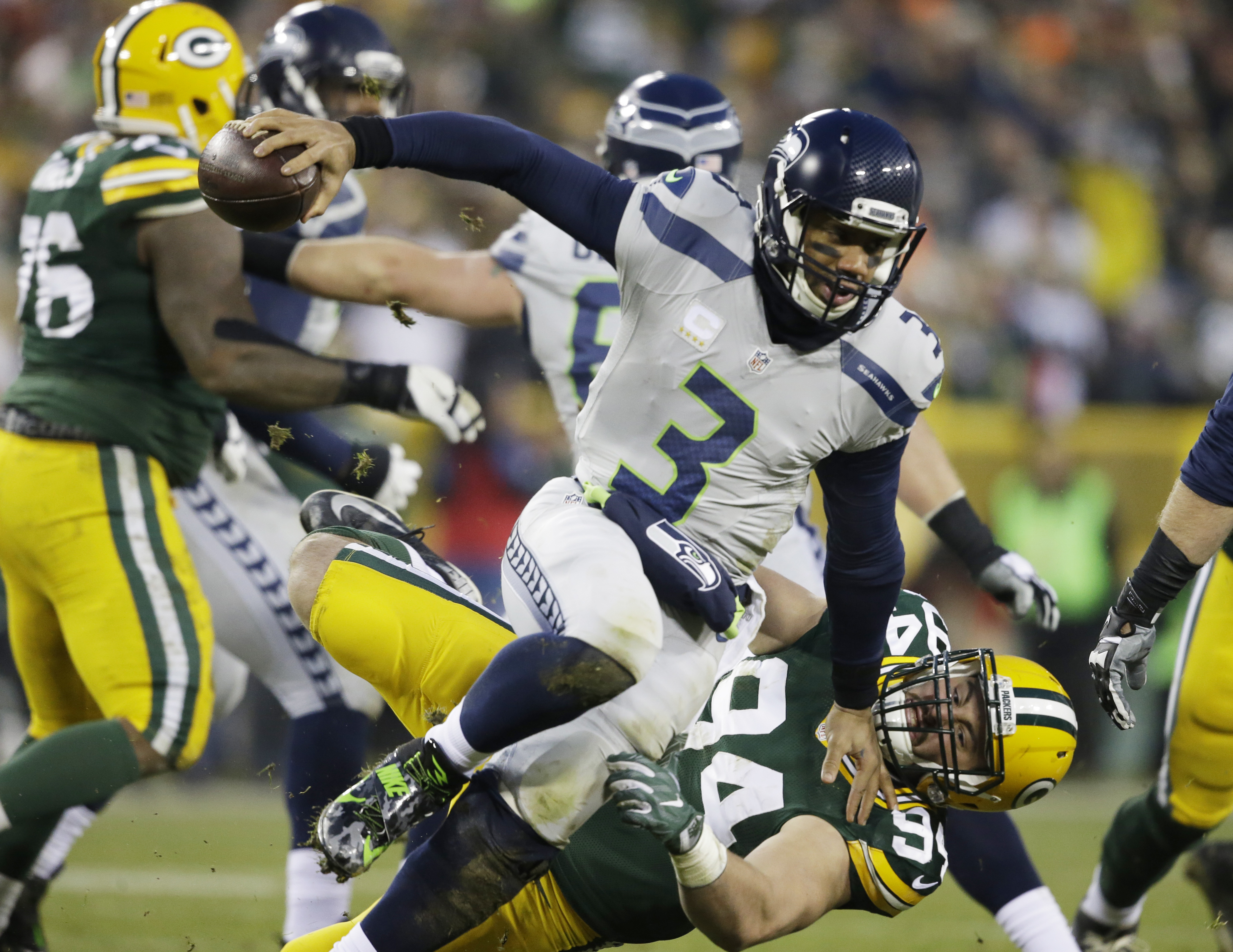 Pack is back: Aaron Rodgers, Green Bay rout Seahawks 38-10