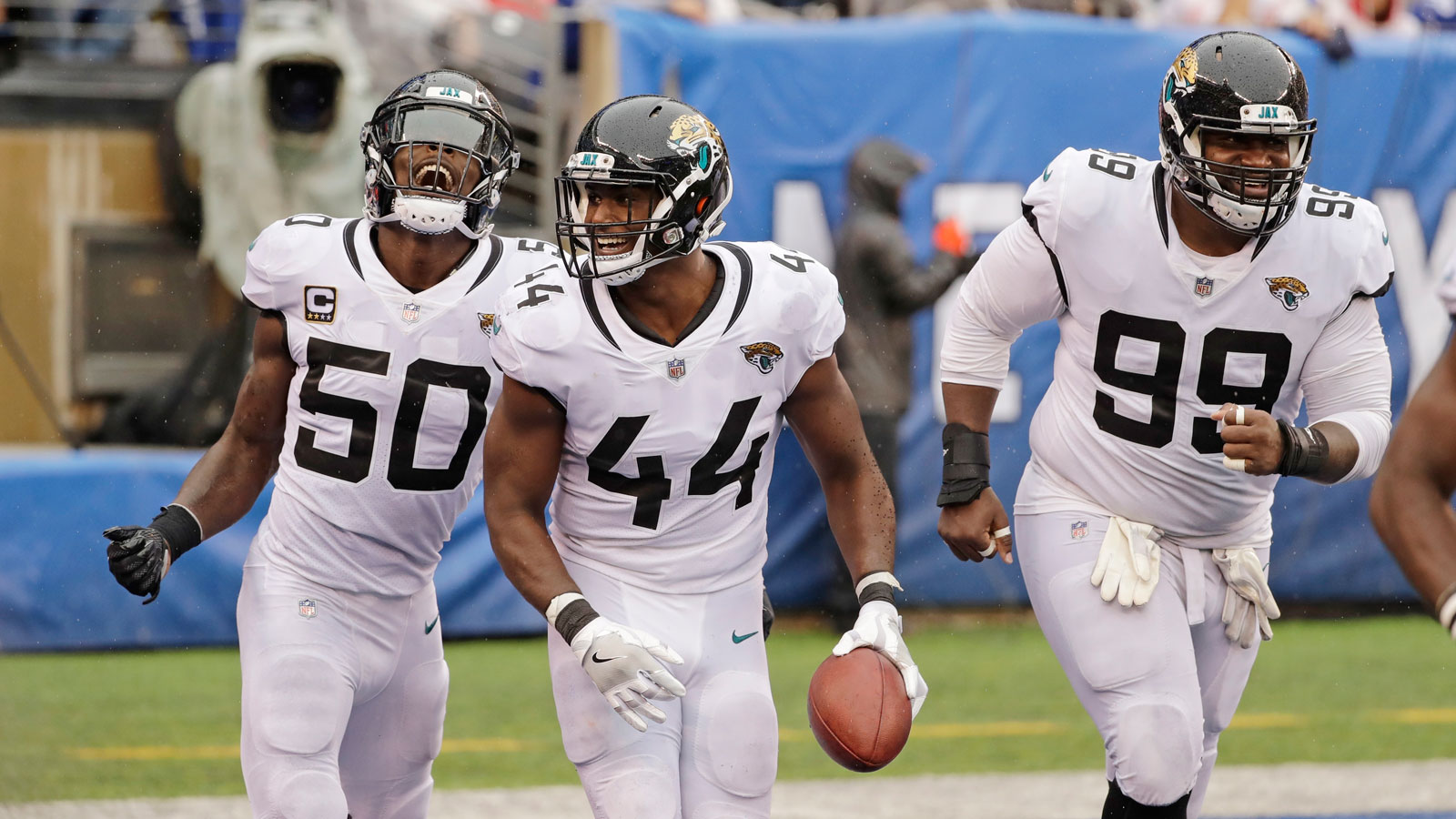 Myles Jack's late pick-6 seals Jaguars' season-opening win over Giants