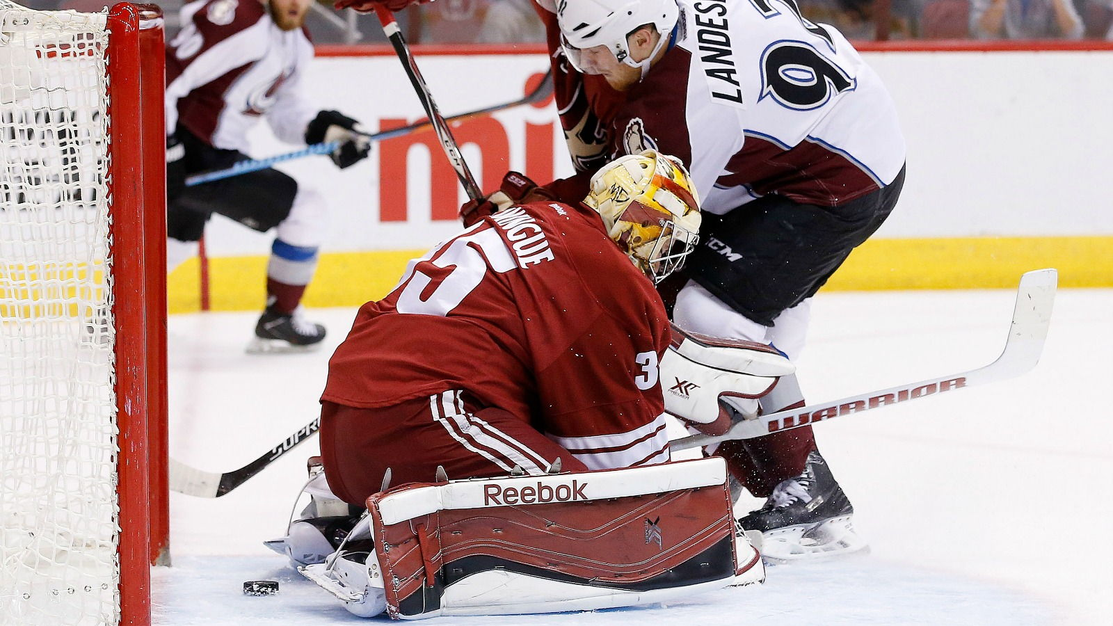 Coyotes send qualifying offers to 7 restricted free agents