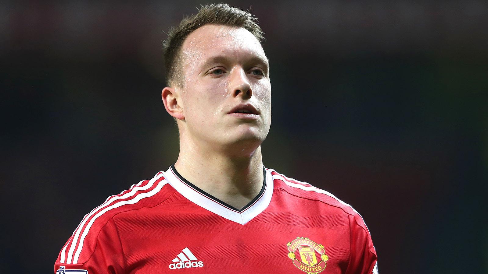 Phil Jones: Manchester United can still win Premier League