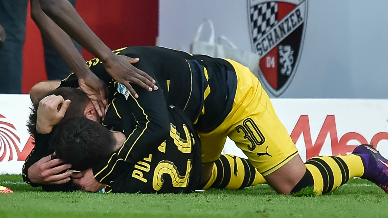 Watch Christian Pulisic score in stoppage time to rescue Borussia Dortmund