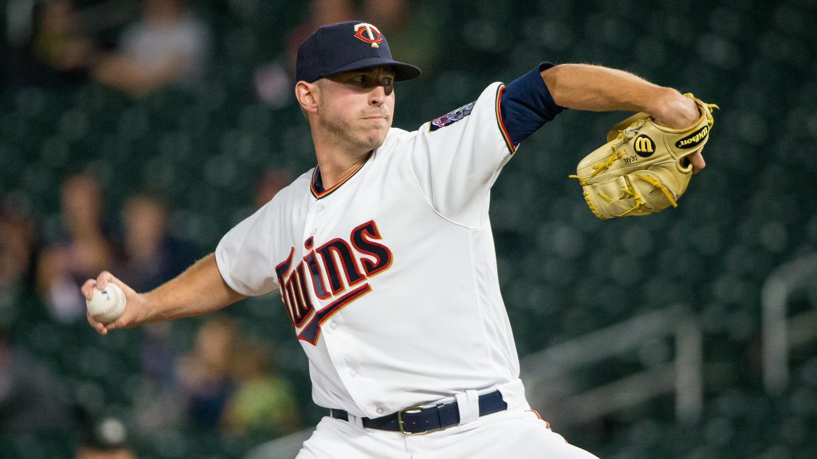 Rays claim right-handed pitcher Oliver Drake off waivers from Twins