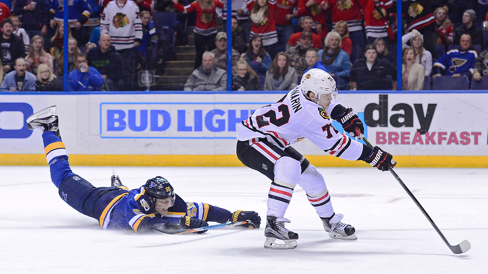 Blues fall 6-4 in intense battle with Blackhawks