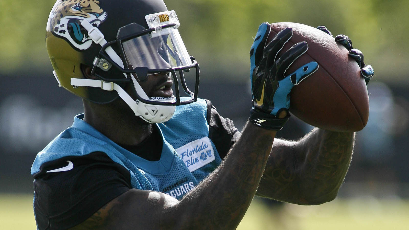 Jaguars place Benn on injured reserve, waive 2, sign 3