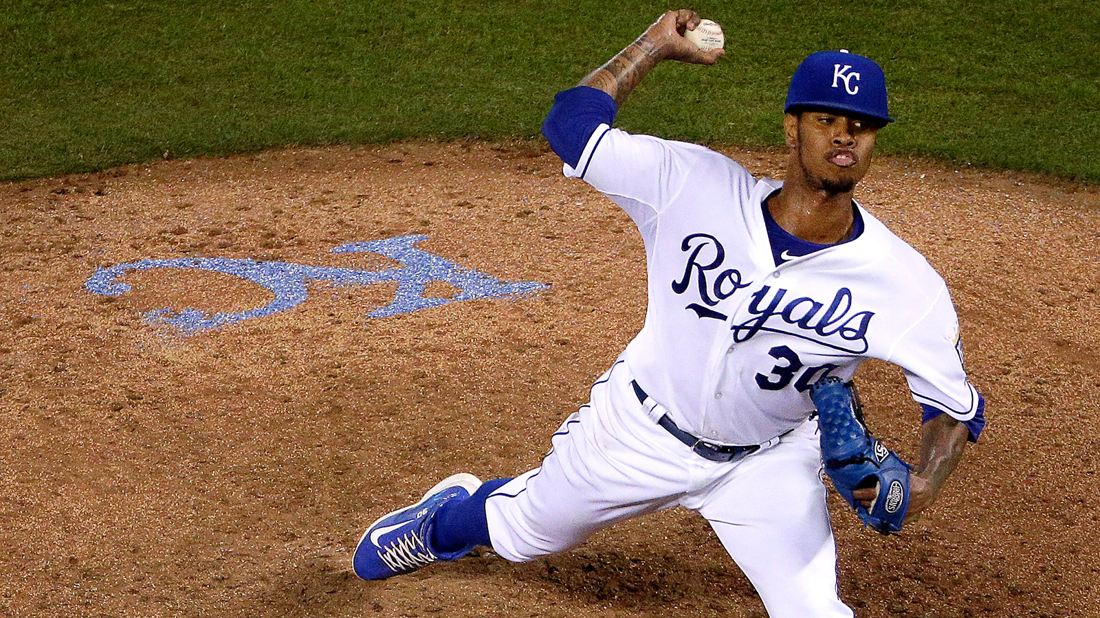 Ventura rocks, Royals offense rolls in 12-1 rout of Tigers