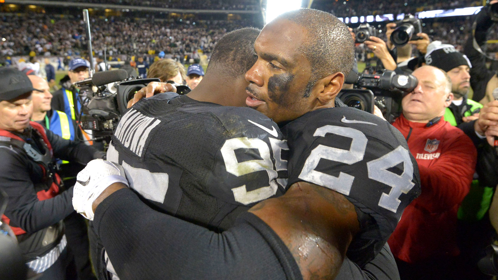 Raiders take down Chargers in OT in possible Oakland finale