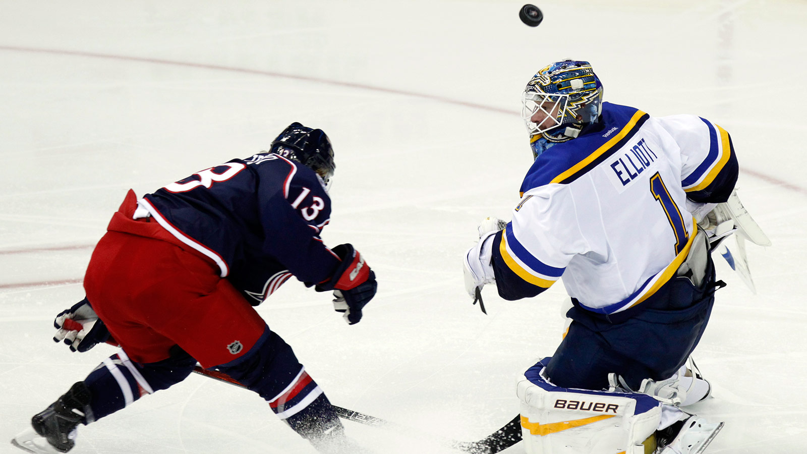 Elliott has solid start in goal but Blues lose 3-1 to Jackets