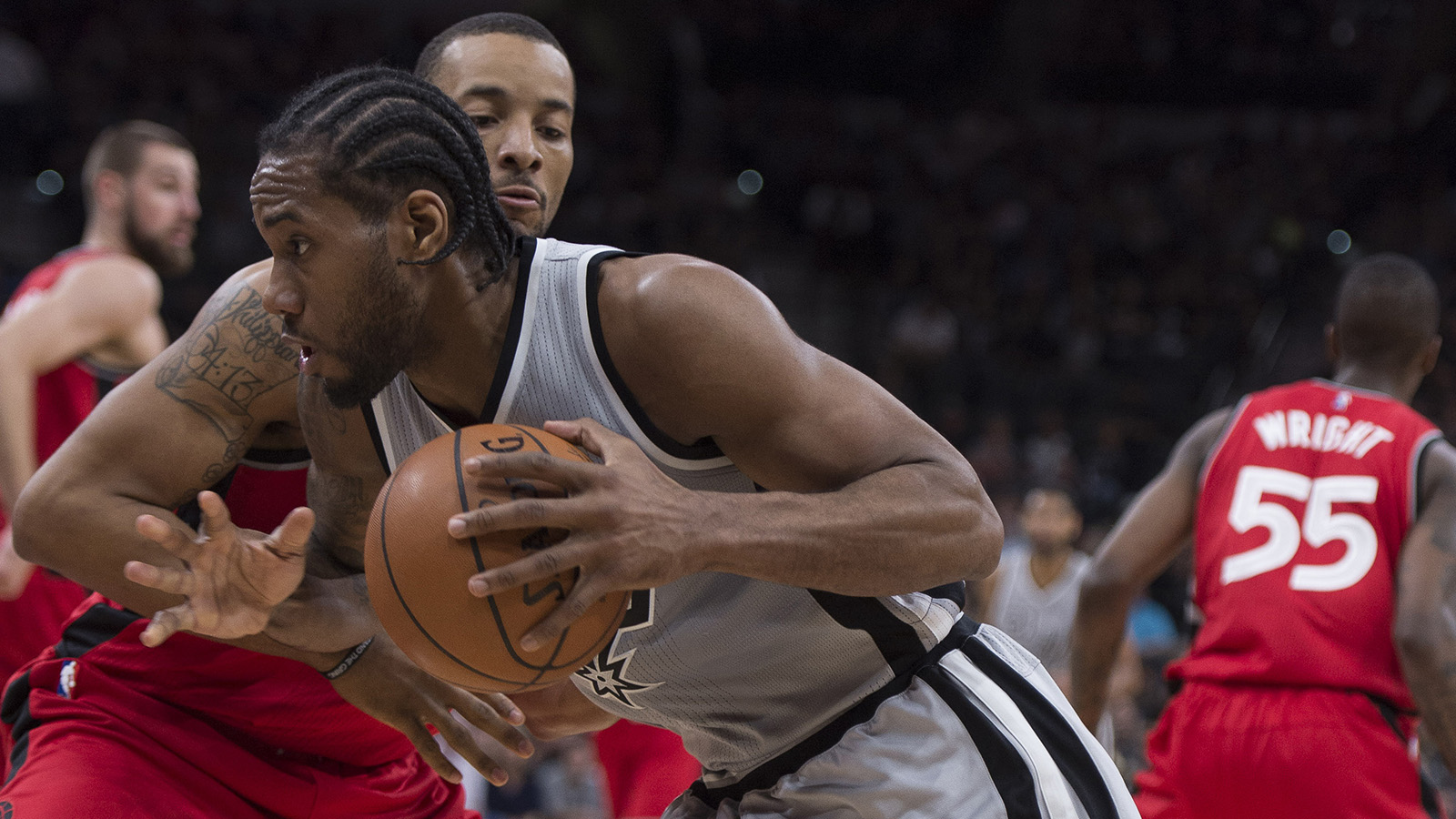 Spurs get franchise-record 64th win, improve to 39-0 at home