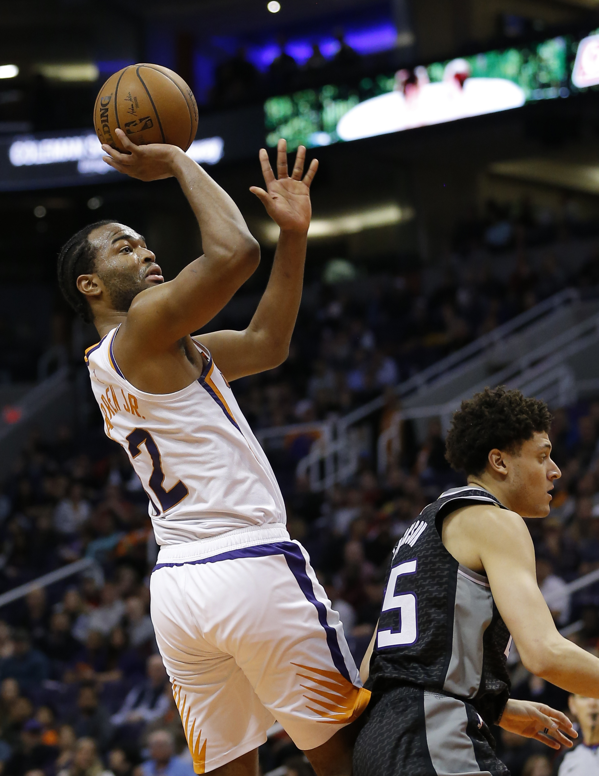 Oubre scores 26, Suns end skid with win over Kings 115-111