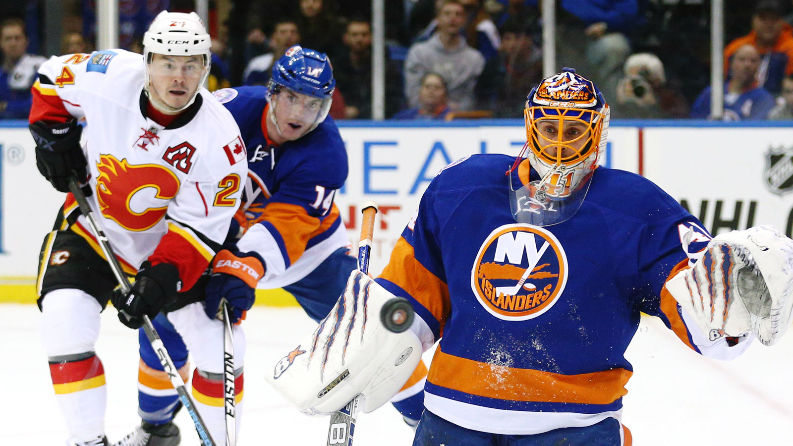 Islanders place goalie Halak on IR, call up replacement