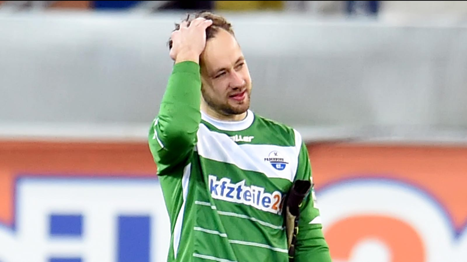 Headshot! Paderborn goalkeeper gets leveled by shot to the face (VIDEO)