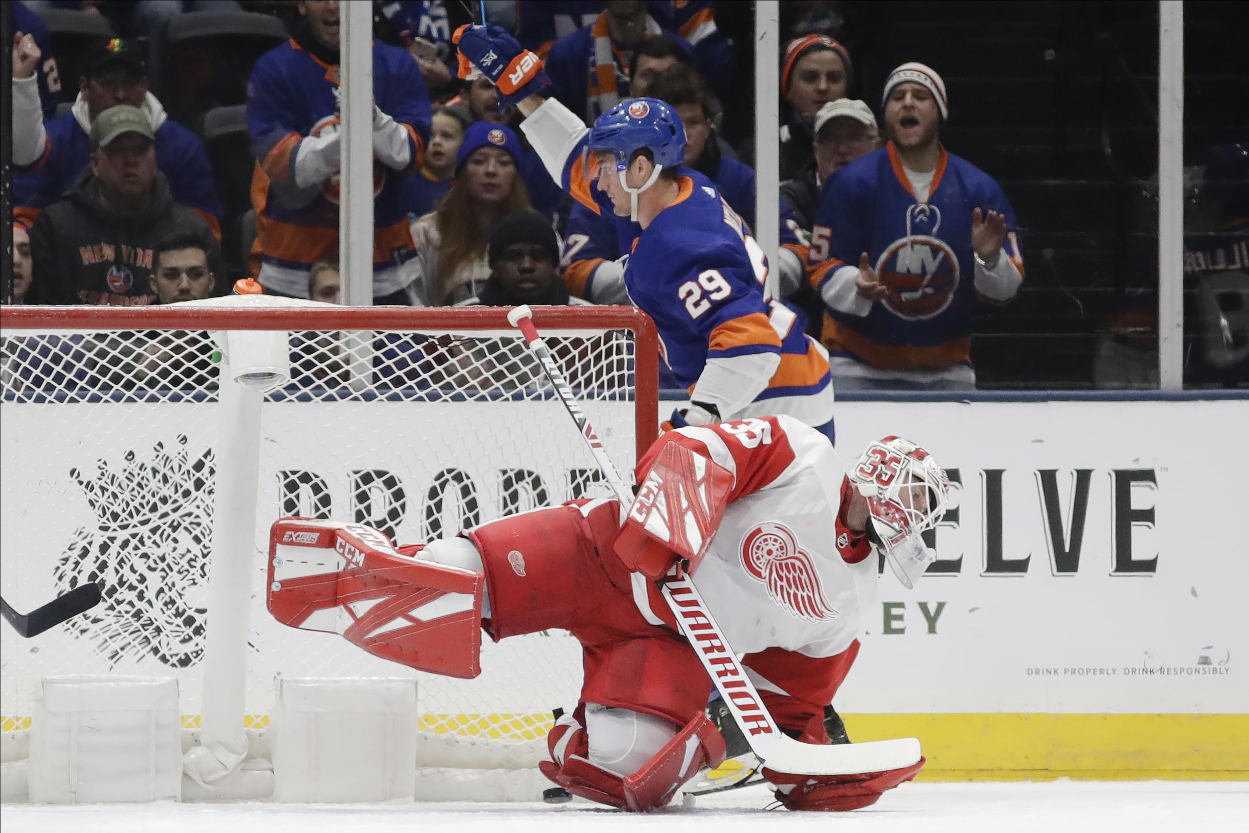 Nelson scores twice, Islanders pound Red Wings 8-2