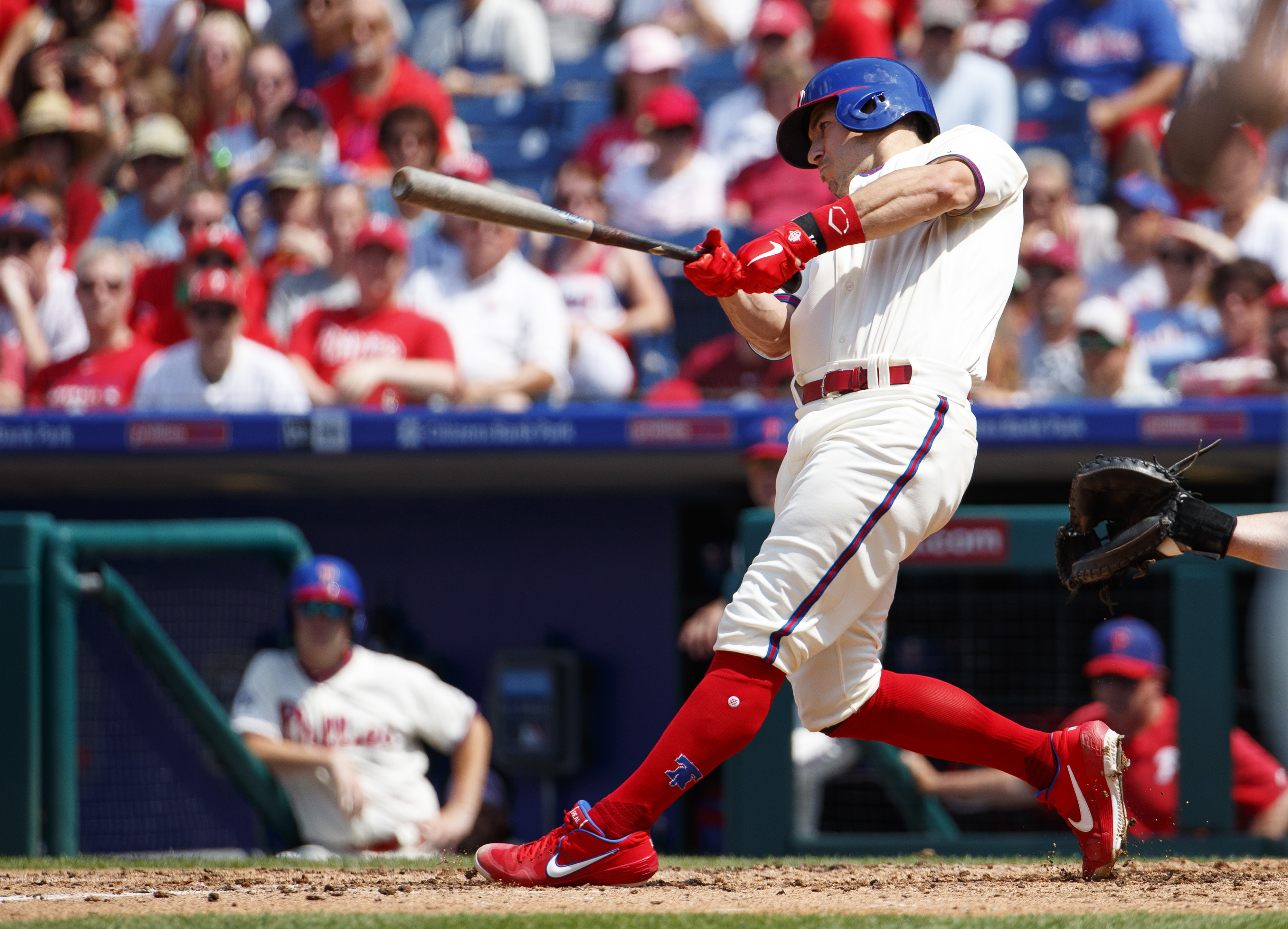 Realmuto's grand slam helps Phillies top Braves, avoid sweep