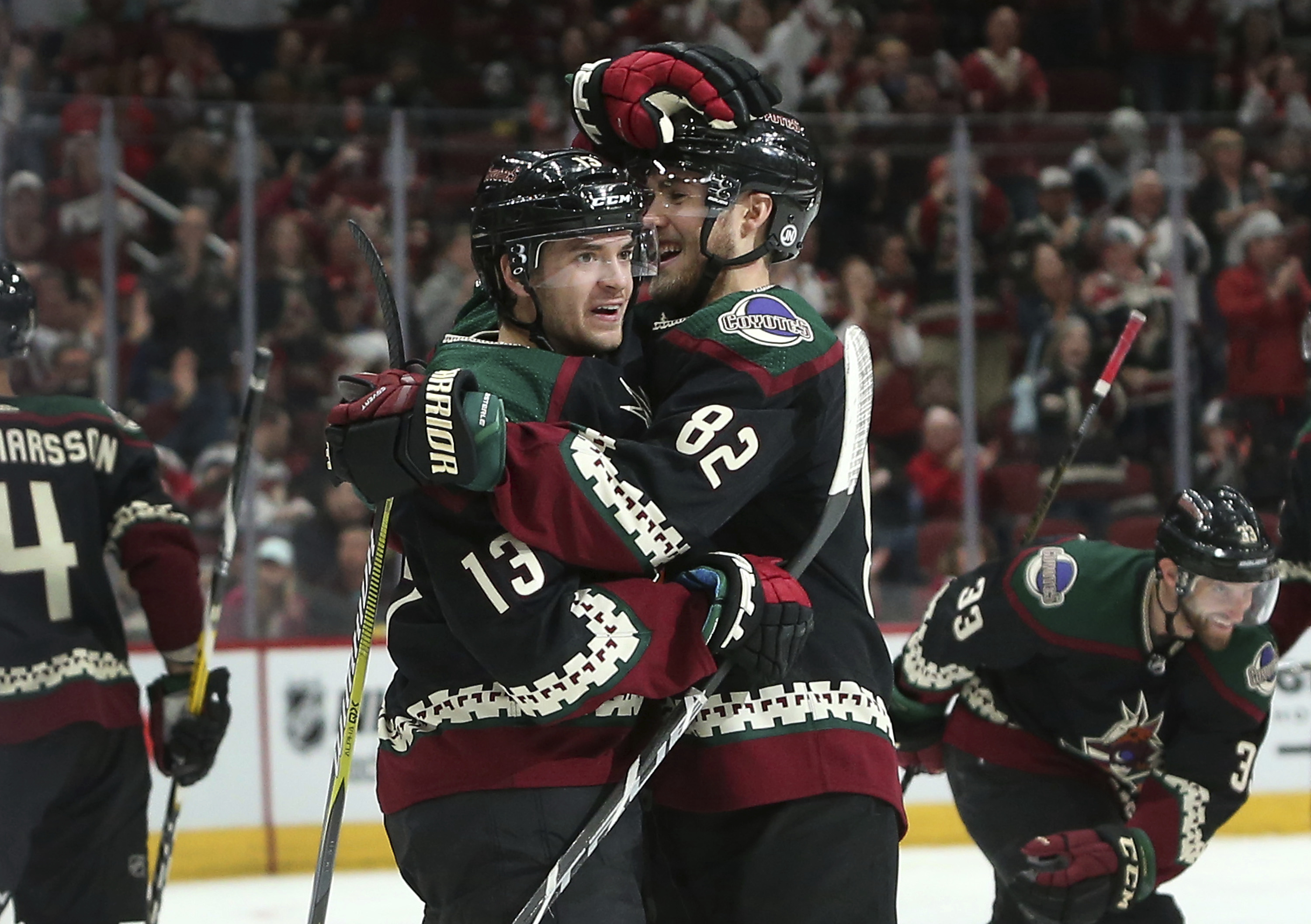 Grabner helps Coyotes beat the Lightning 7-1