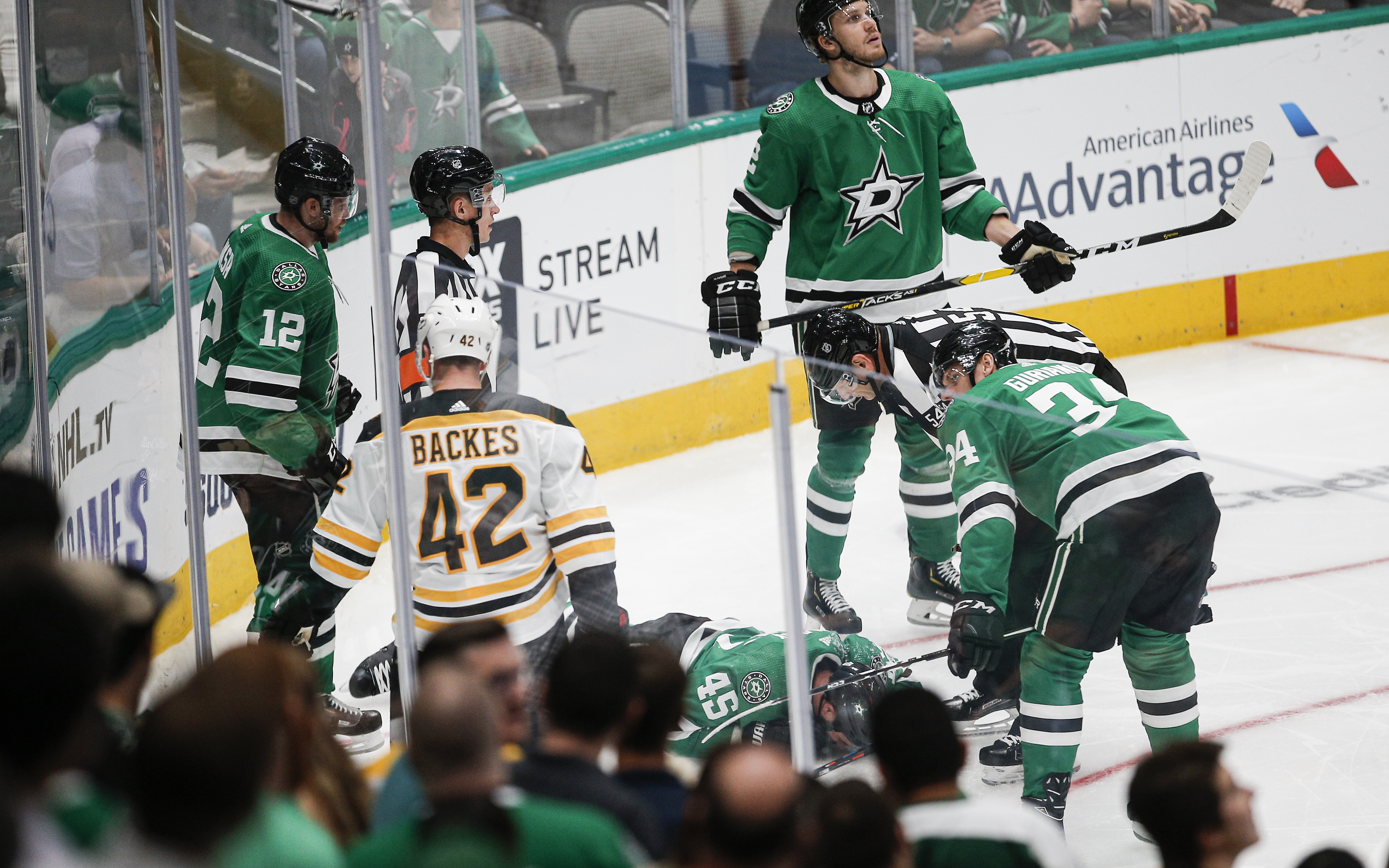 Stars' Polak has fracture in sternum after going into boards