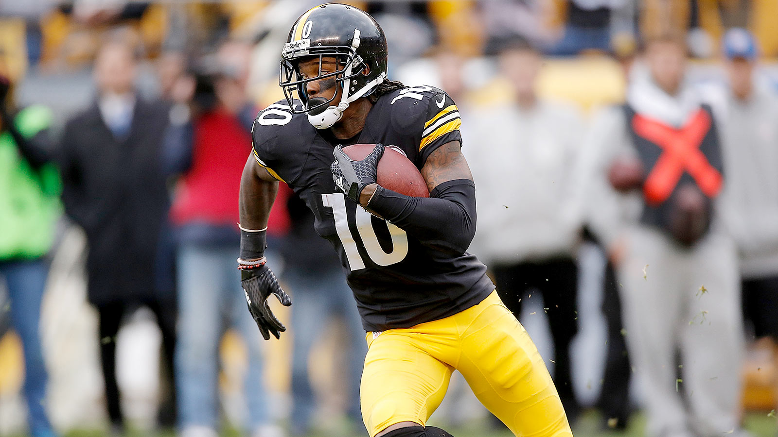 Steelers' Bryant shines in return from injury, suspension