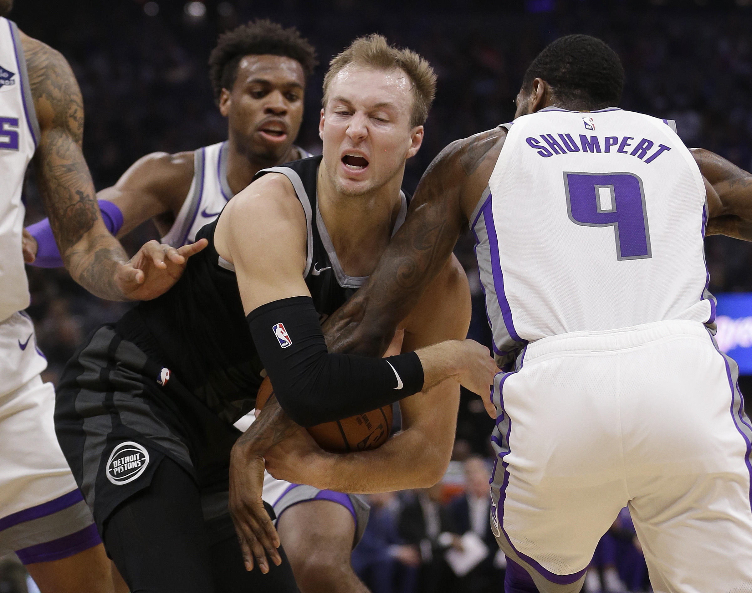 Hield scores 18 as Kings defeat Griffin-less Pistons 112-102