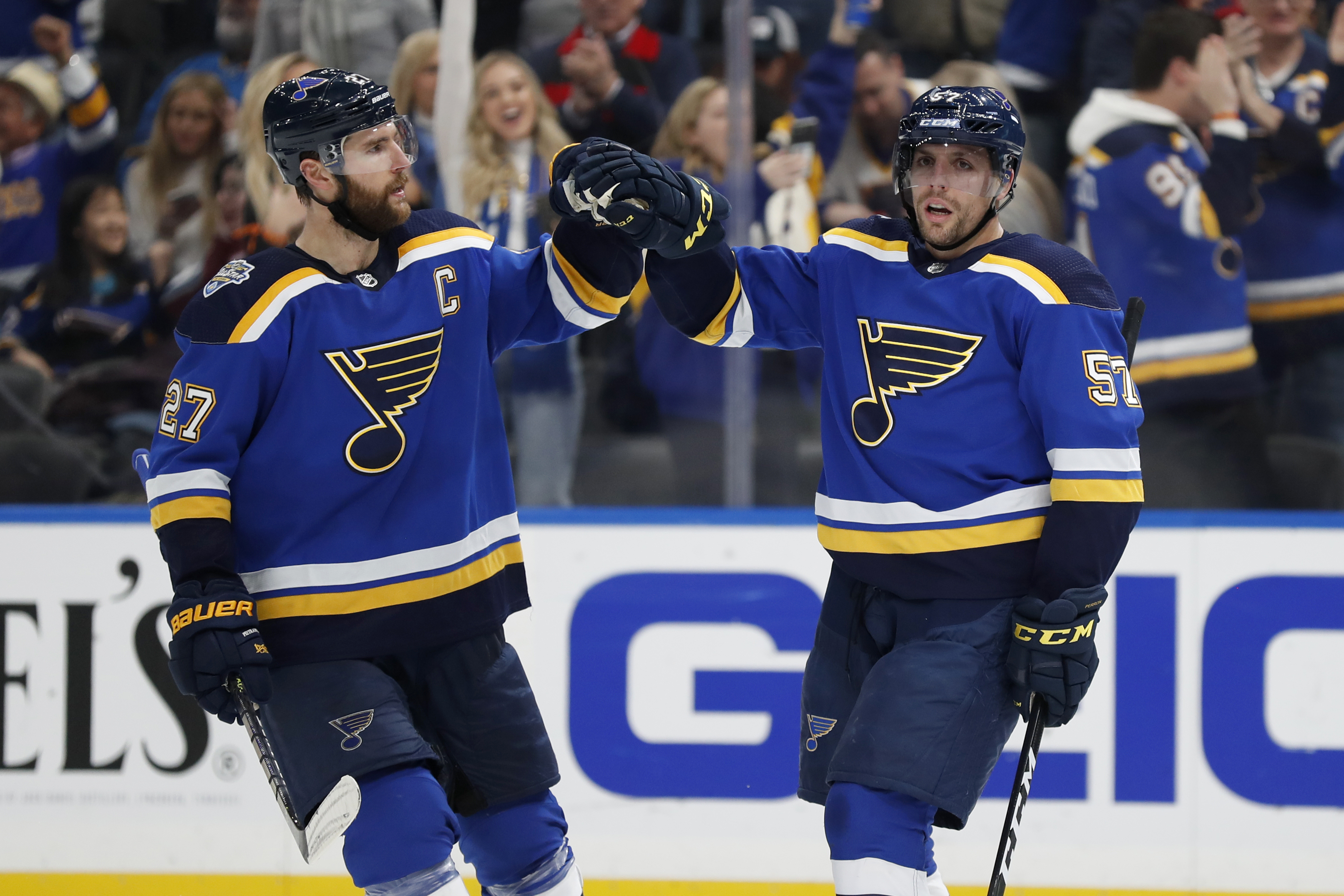 Perron scores hat trick in Blues' 5-2 win over Avalanche